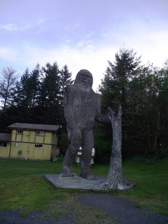 1_bigfoot-statue-near-mt-saint-helens-washington-small